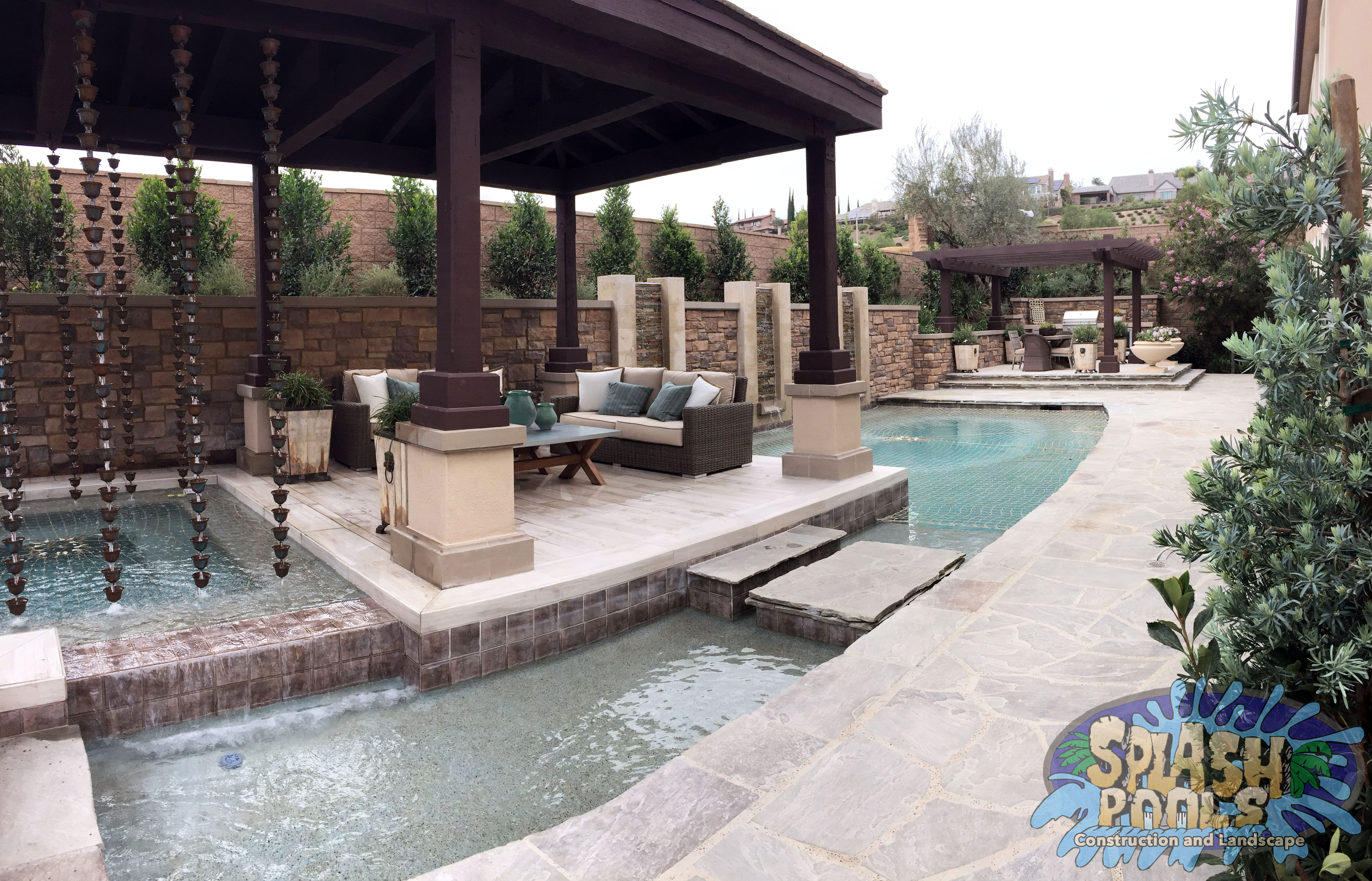 30 amazing outdoor hot tubs in pomona for Designer pools and spas