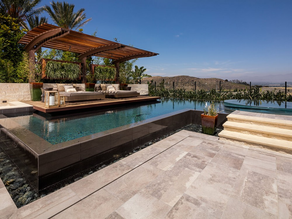 Sleek & Modern Pool Orange County | pool design San Bernardino